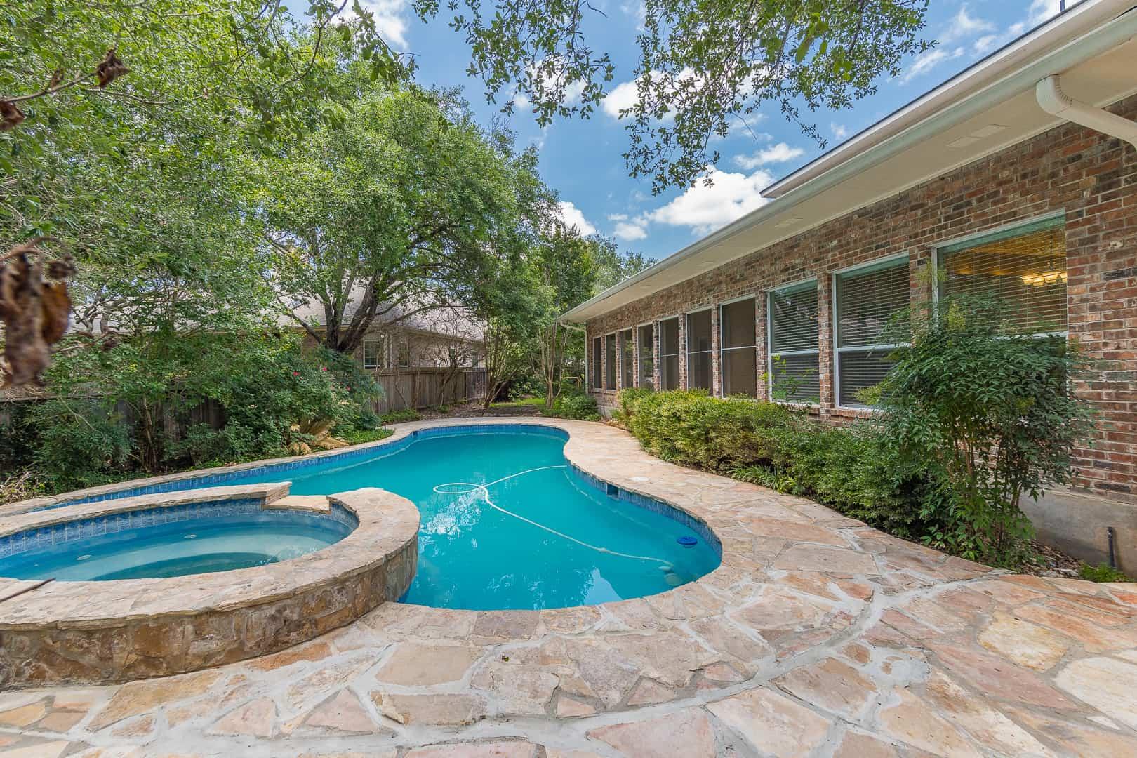 Inwood Bluff Listing pool