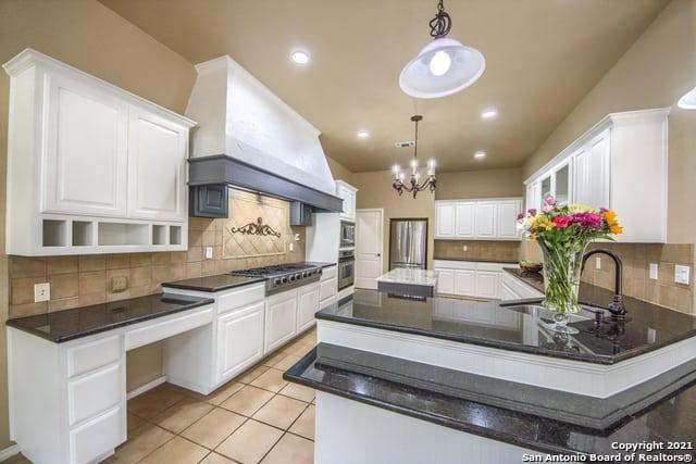 325 River Ridge Kitchen