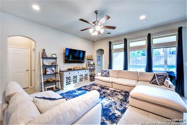 Hardee Pass living room